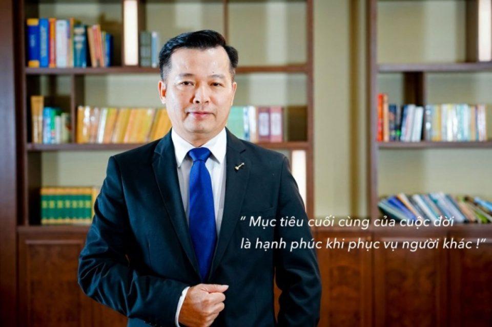Tiểu sử Shark Việt