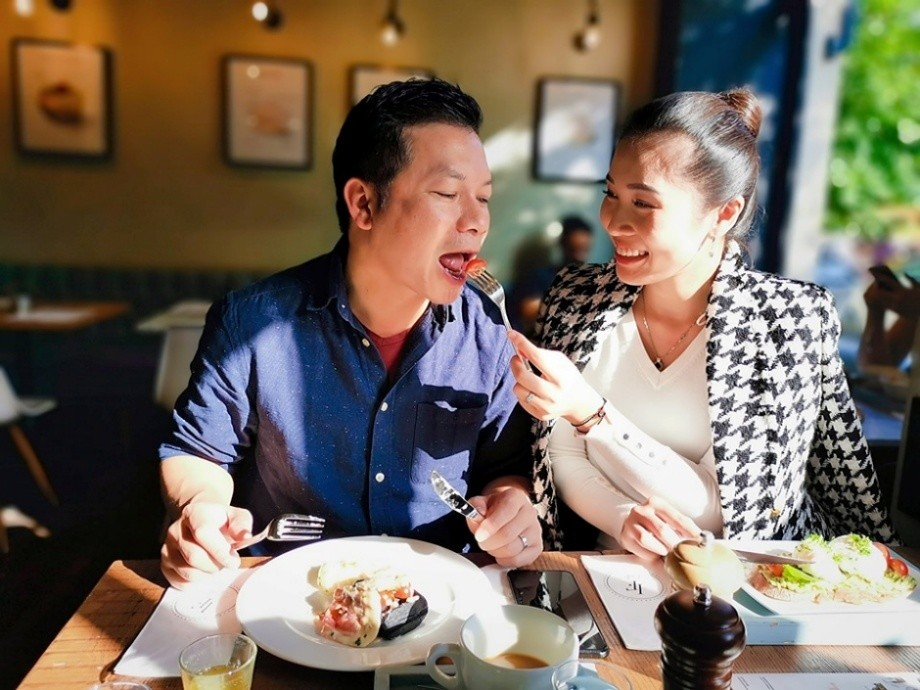 Shark Hưng và vợ